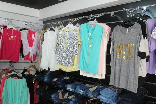 ee0ca3742 ... تشتهر بتجارة الملابس وعليك بالبحث الدائم عن شركات استيراد وتجار ملابس  ستوكات لتحصل علي افضل البضائع وعليك الاهتام ايضاً بأسلوب العرض والتسعير  والتسويق.